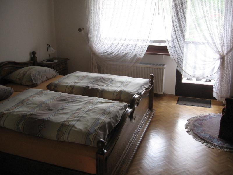 Schlafzimmer in der Ferienwohnung.