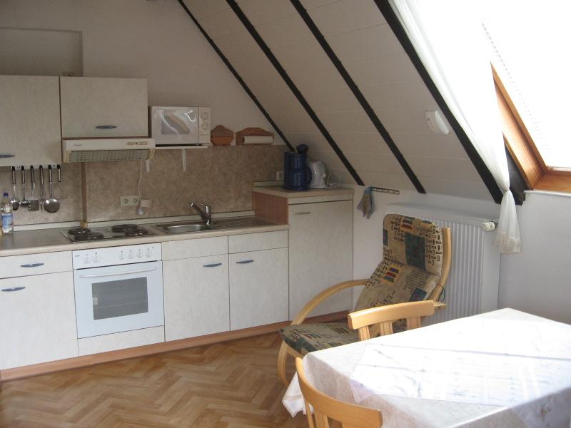 Die Küche der Ferienwohnung.